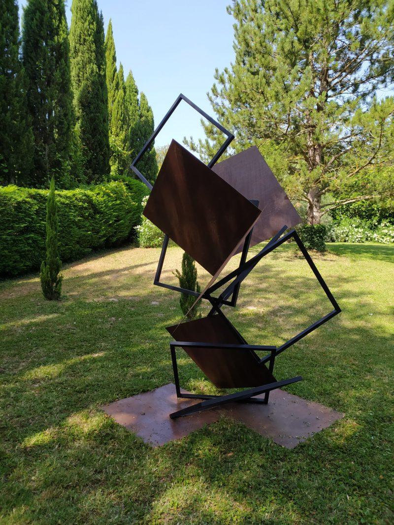 sculpture en metal monumental pour le jardin de sebastien zanello disponible dans la boutique en ligne de la galerie 22