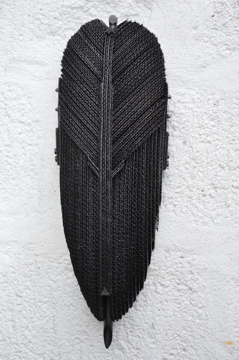 sculpture murale en carton noire de pierre riba disponible dans le store de la galerie22