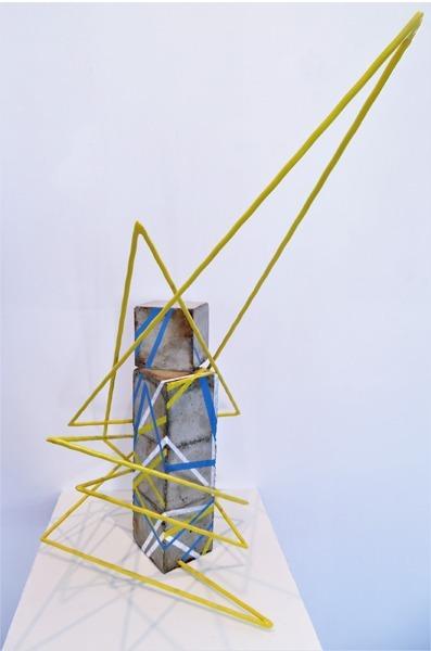 Sculpture cubique ligne jaunes