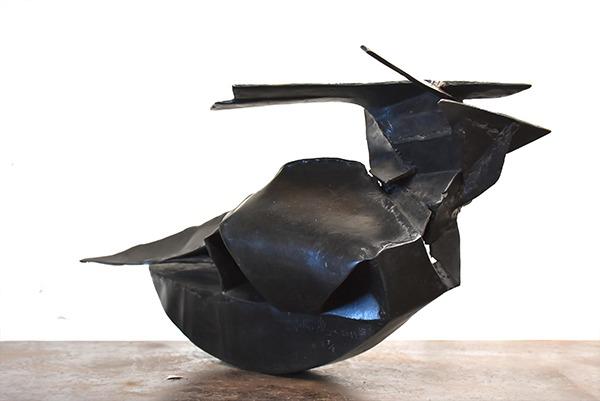 Sculpture noire en bronze de Allegre Equinox