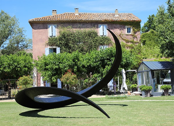 monumental sculpture for garden in metal available for sale in the online shop of the gallery 22.