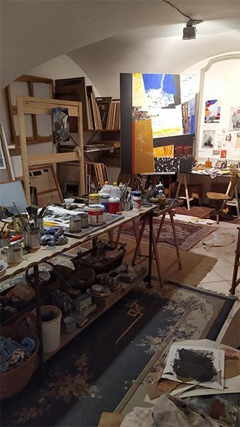 toile dans l'atelier de l'artiste Danielle Prijikorski disponible à la vente dans le store de la galerie 22 contemporain
