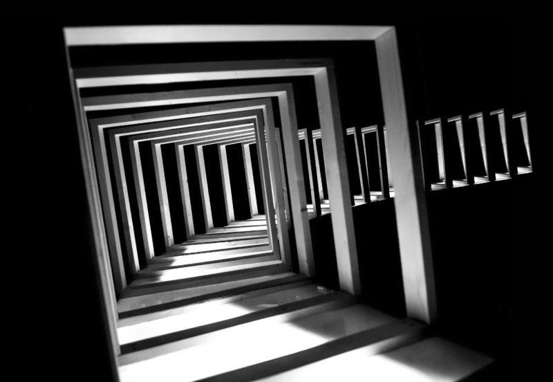 photographie noir et blanc sur l'architecture de samantha roux